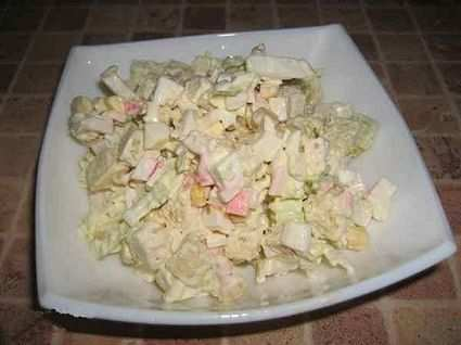 рецепт салата с сухариками и пекинской капустой и крабовыми